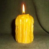 Apibėgusi bičių vaško žvakė