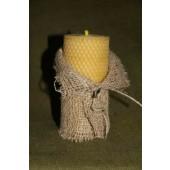 Bičių vaško žvakė iš korio su lino dekoru 13 x 6 cm