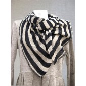 Vidutinio storumo juostomis juoda ir lino spalvomis dryžuotas šalikėlis 180 cm x 40 cm