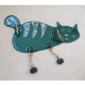 """Rankų darbo """"Katė su kabančiomis kojytėmis"""" 13,5 cm x 8,5 cm"""