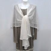 Baltos spalvos natūralaus lino skraistė su peltakiuotomis juostelėmis